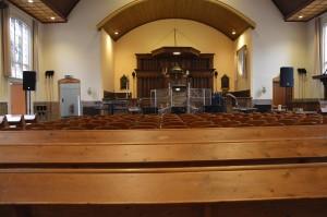 De set opgebouwd in de kerk! Tijdens de dienst zat de kerk vol ;-)